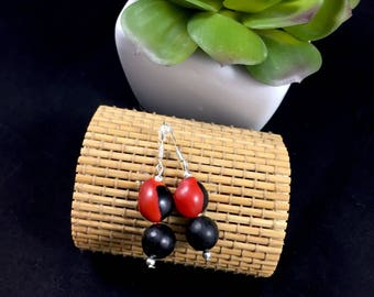 Ethnic earrings with exotic seeds (huayruro, savonnette)
