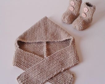 Hat(Cap) baby + let us put on baby birth in 12 light brown woolen hand-knitted months with ornamental buttons