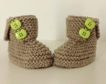 Birth in 12 woolen hand-knitted months let us let us put on bootees babies is in hiding with buttons
