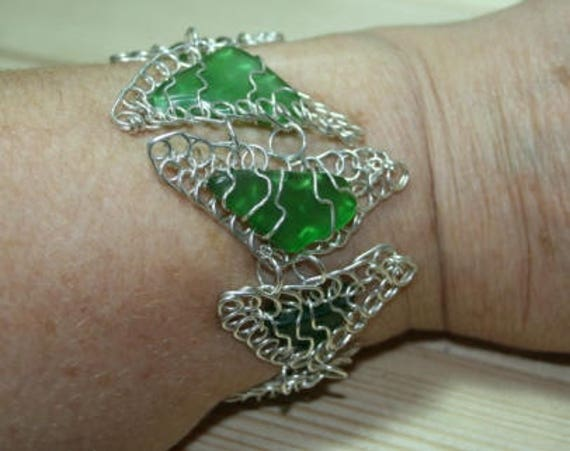 GREEN TRIANGLES BRACELET - Seaglass and silver