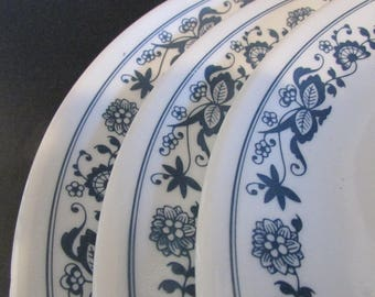 Corelle Old Town Blue Onion 8 1/2 inch Lunch Plates X 3