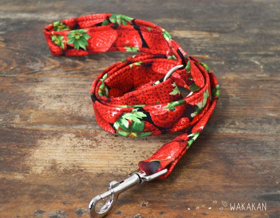 Leash for dog model Strawberries. Handmade with 100% cotton fabric and webbing. Two width available. Wakakan