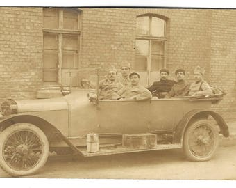 Original WW1 Postcard Photograph Of Six French Soldiers In Motor Car.