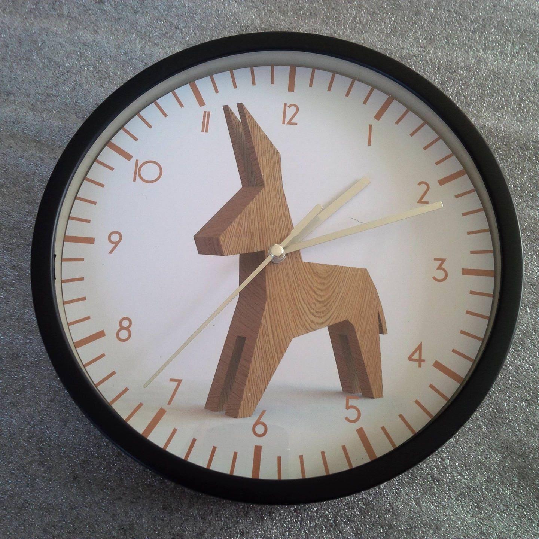 Horloge murale design motif ne bois for Horloge murale design bois