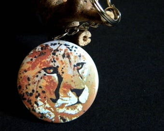 Keychain with a Leopard head, earthy tones