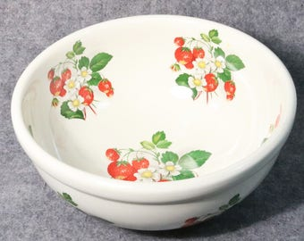 "Large Portmeirion Summer Strawberries Serving Bowl-Made in England, 9"" Diameter"