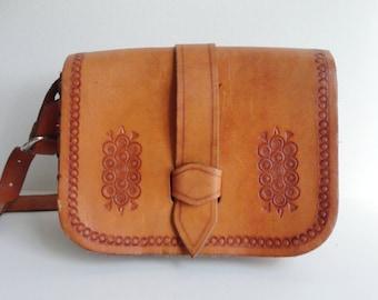 Tooled 70s Vintage Leather Bag // Shoulder/Crossbody Bag