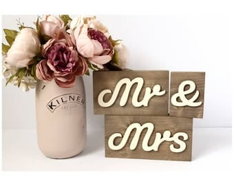 Mr and Mrs wooden wedding sign, rustic wedding sign, wooden wedding sign, rustic wedding, wood sign, rustic sign, Mr & Mrs table sign