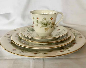 """Vintage Royal Doulton """"Strawberry Cream"""" Pattern Five Piece Place Setting - Made in England - 1977"""