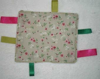 Dou010 - Square gift tags green and pink flowers
