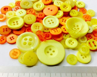 Mix of 100 buttons of various sizes (Ref.050316.1)
