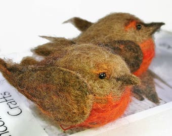 Rustic Robin Felting Kit - bird needle felting kit for beginners - makes two needle felted robins - wool felting kit
