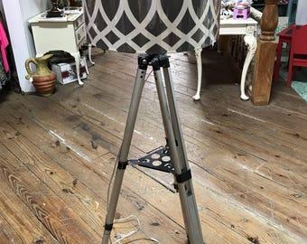 Gorgoues tripod lamp