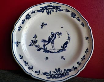 Plate Moustiers ancient wall in ceramic sandstone signed of the mark Paulette Qinson of 1950 with decor ibis blue
