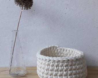 Round fabric - off white trapilho and thread lurex money(Silver) - wool flower basket