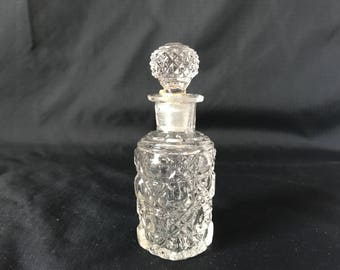 Beautiful Mid Century Glass Perfume Bottle ground glass stopper Mint Condition Vanity fragrance display collectible atomizer