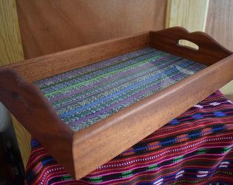 Bandeja con tela tradicional de Guatemala