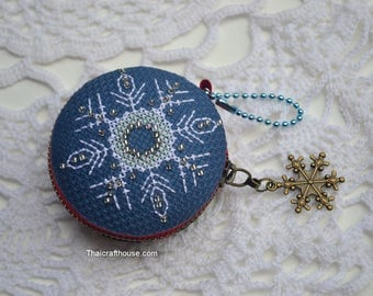 Hand made Snowflake Macaroon Purse,jewelry box,Christmas ornament,6.5 x 2 cm.