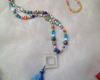 Necklace of multicolored pearls