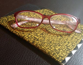 EYE GLASS CASE-Sleeve-Green n' Black Stained Glass (Phone & glasses not included)