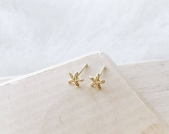 E1054 - New Gold Sterling Silver Tiny Starfish Studs