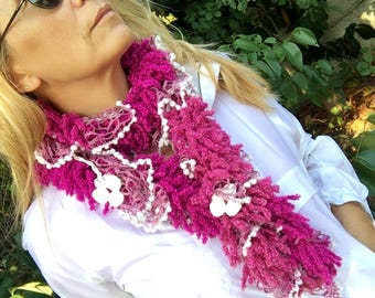 Crochet Flower Necklace, Flower Scarf, Fuchsia and White, Crochet Lariat Scarf