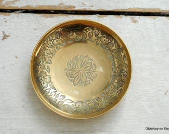 Vtg 12.5 cm brass BOWL made in India with floral motif retro bowl collectible metal golden tone bowl brass fruit bowl vintage bowl  P12/1241