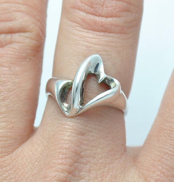 Heart ring - Silver ring - Valentines day's ring - woman ring - love ring - design ring - small ring