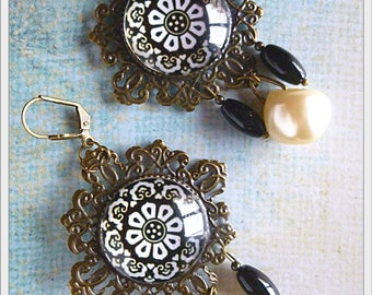 "Earrings style Baroque ""DIALS"", vintage cabochon illustrated, Pearl glass beads, bronze filigree"