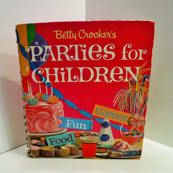 Vintage Betty Crocker's Cookbook 5 Ring Binder Dated 1982 With 400 Pages