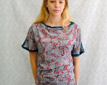 """Tshirt """"Testa"""" Reversible in blue petrol jersey and viscose with red flower pattern"""