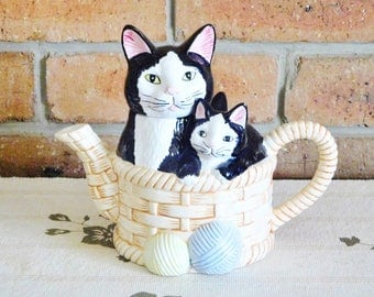 Boston Warehouse 1992 vintage black cat and kittens ceramic basket figural teapot Yarn Balls, gift idea, movie prop
