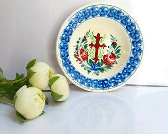 Old Handmade handpainted plate/ decorative wall plate / Shabby choc cottage farmhouse decor / Kitchen decor / Old Antique