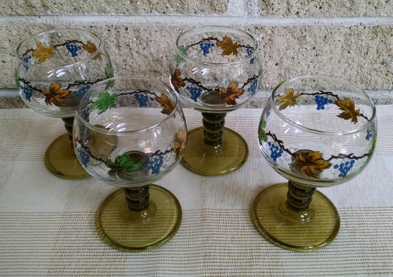 Roemer Wine Glasses with Colorful Grape Vine Decoration and Green Ribbed Stems - Set of 4