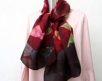 """Foulard en soie peint à la main, hand painted silk scarf from France, écharpe en soie, rouge et vert """"Mosaïque"""""""