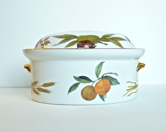 ROYAL WORCESTER ~ Porcelain Oval Covered Casserole in Evesham Gold ~ 2.5 Quart Casserole ~ Oven To Table ~ Vintage