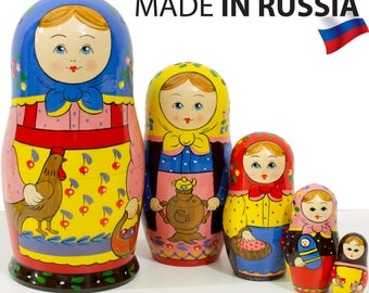 "Russian Nesting Doll - ""Village Girl with a hen"" - MEDIUM SIZE - 5 dolls in 1 - Hand Painted in Russia - Matryoshka Babushka"