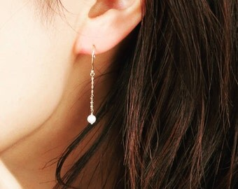 Drop Gold earrings with pearl