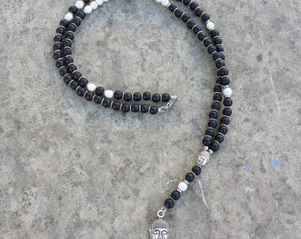Necklace in Matt hard stone and white agate