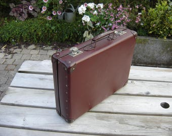 Valise en carton. Nice little suitcase. Vintage box. France
