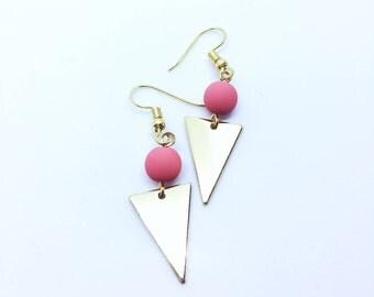 Collection En Duo / Minimalist Bead Triangle Plate Hook Earrings ( Salmon and Rose Gold ) / Geometric Geometrique Boucles d'Oreille Dorées