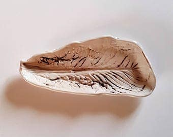 """Plate """"leaf of Romaine"""" handmade in France in Provence"""