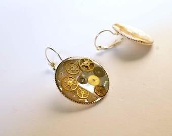 Big earrings, gears and watch mechanisms