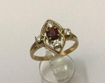 9ct Gold, Garnet & Zircon Ring - Hallmarked - Size 7.5 (UK P)
