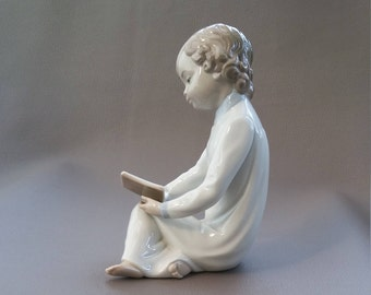 Nao, Lladro, Statuette,  Boy Reading Book, hand made in Spain