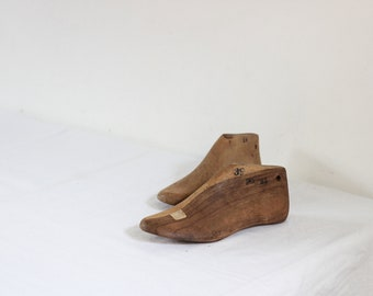 Vintage Industrial Men Shoe Molds, Pair Of French Old Cobblers Shoe Forms, Folding Shoe Lasts, Shoe Stretcher, Rustic Country Farmhouse