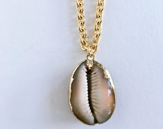 Sea shell golden necklace