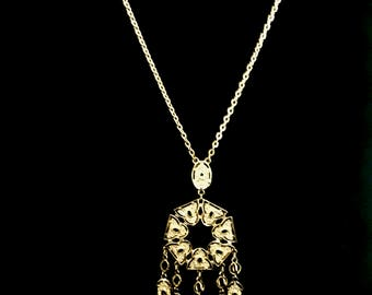 A 60's Gold Pendant Necklace           GJ2676