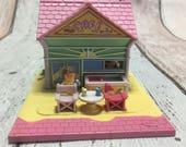Polly Pocket 1993 Beach Cafe inc Poll both figures