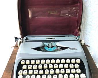 Vintage Royal Royalite Typewriter With Carrying Case  | Retro Royalite Portable Typewriter | Mid Century Typewriter | Traveling Typewriter